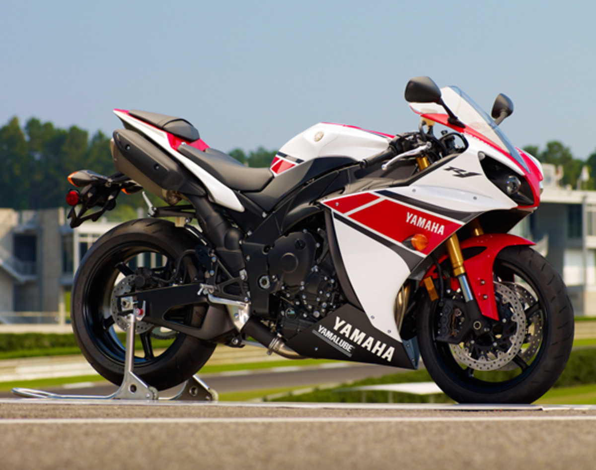 yamaha-YZF-R1-World-GP-50th-Anniversary-17
