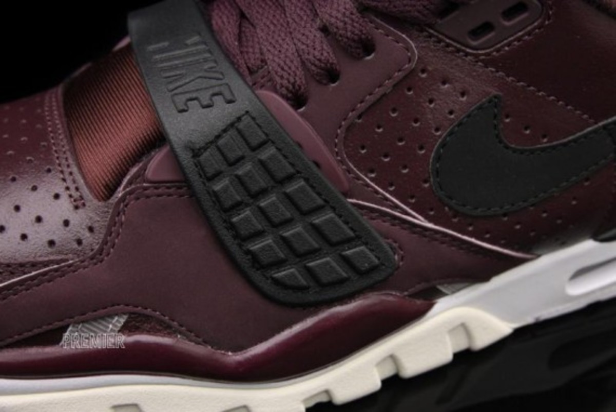 nike-air-trainer-sc-II-deep-burgundy-04