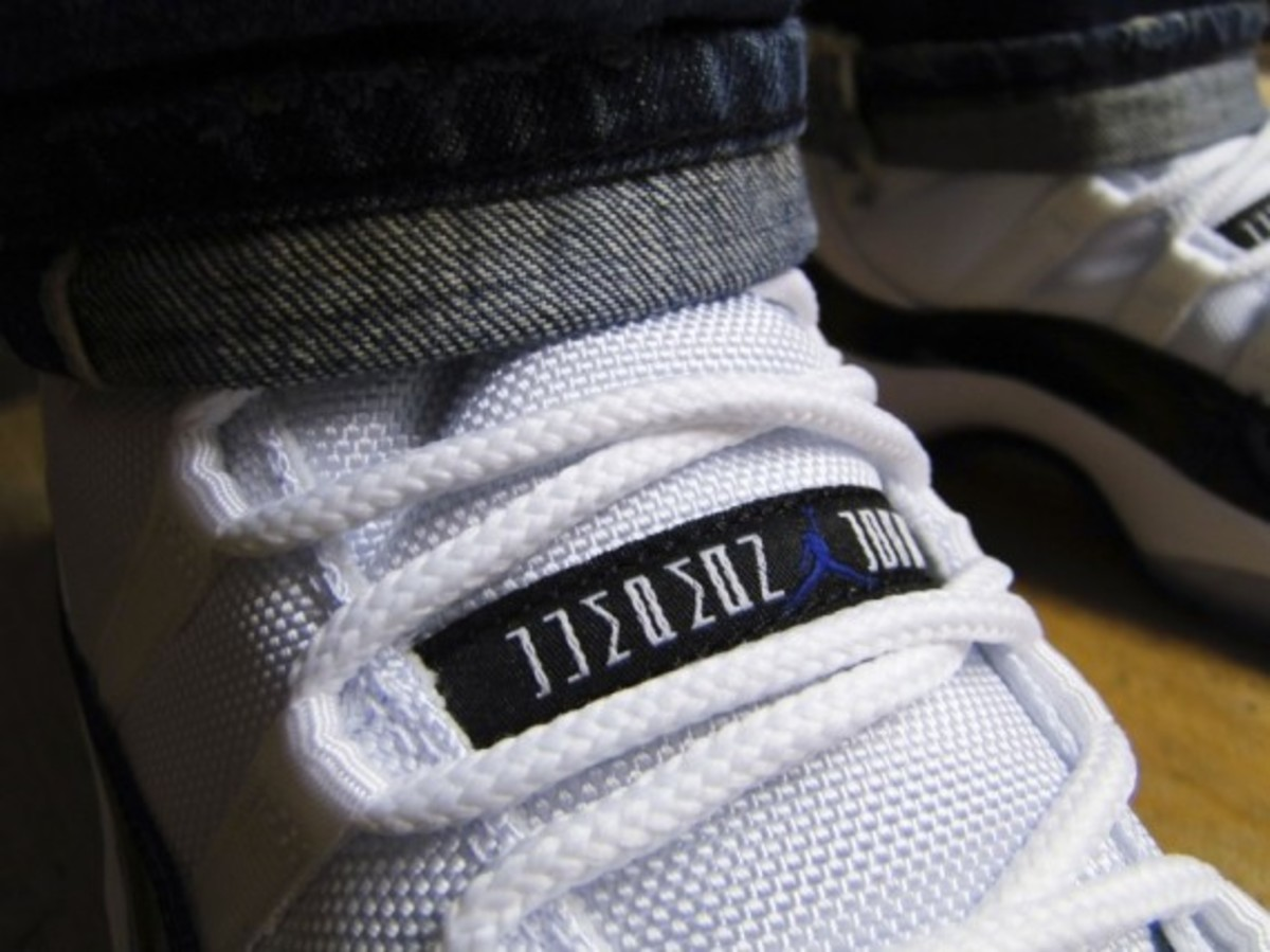 air-jordan-11-retro-concord-footpatrol-06