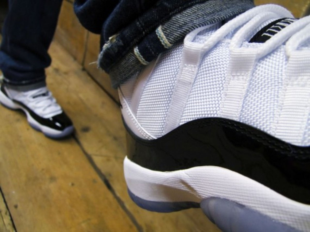 air-jordan-11-retro-concord-footpatrol-04
