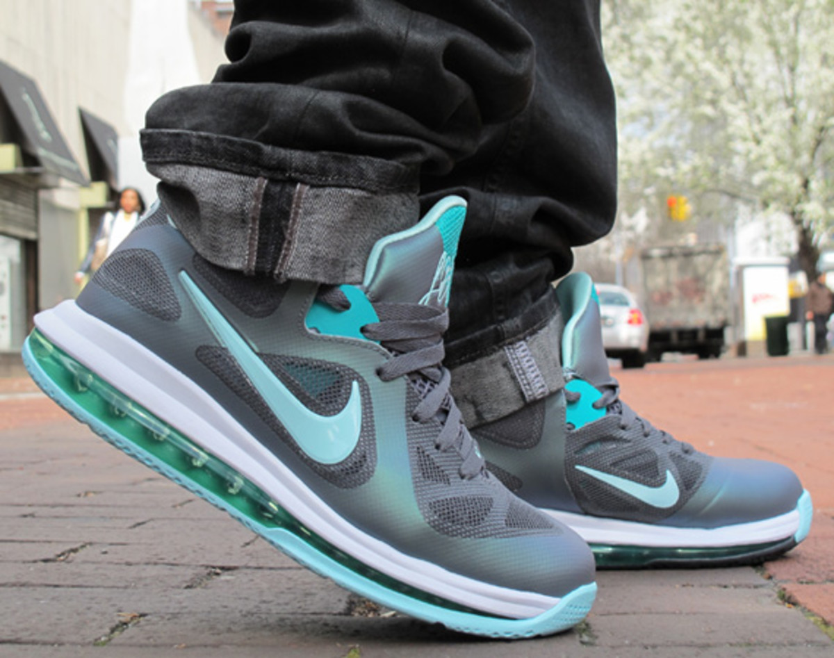 nike-lebron-9-low-easter-detailed-look-07
