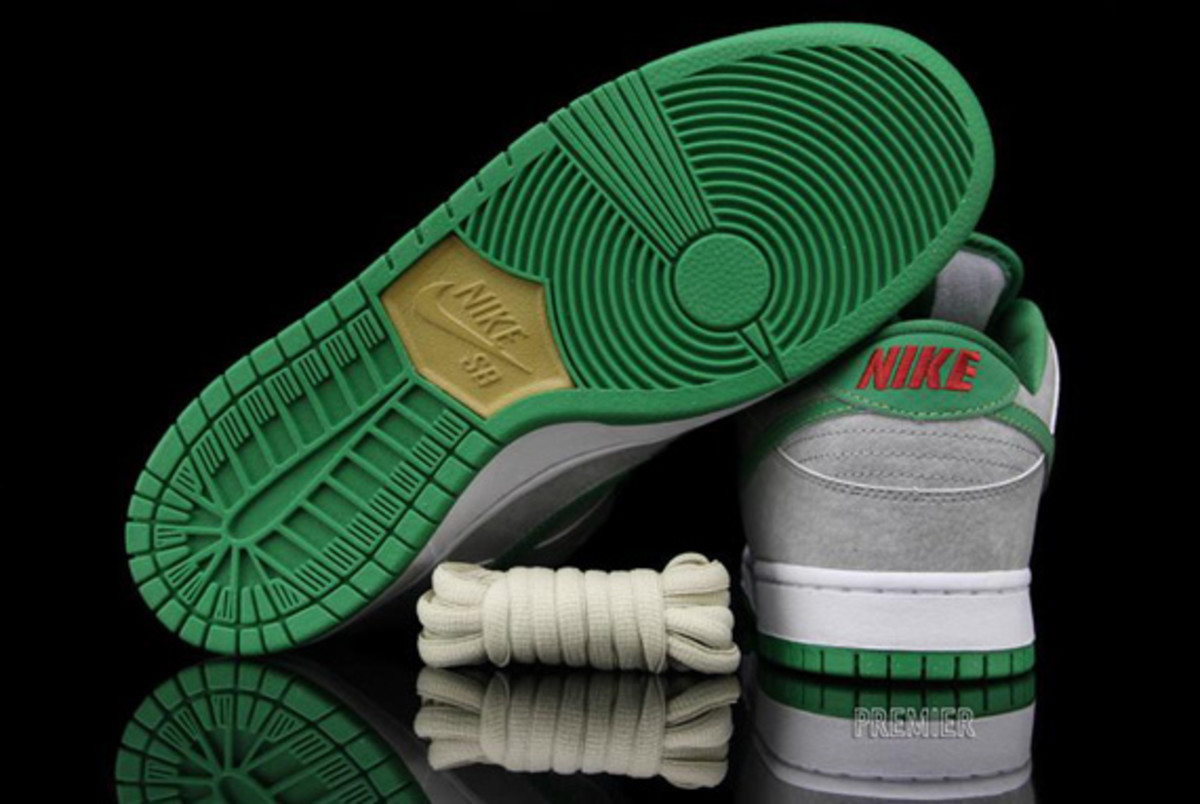 nike-dunk-low-premium-sb-matt-silver-classic-green-varsity-red-06