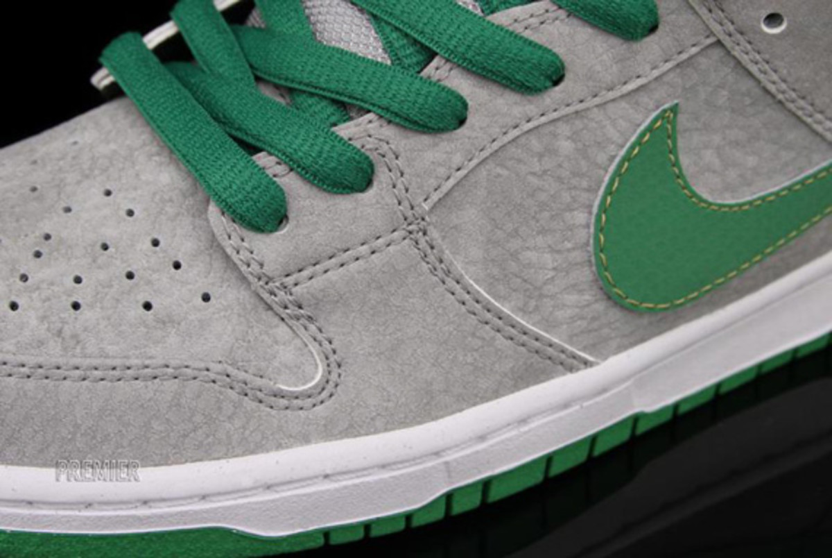 nike-dunk-low-premium-sb-matt-silver-classic-green-varsity-red-04