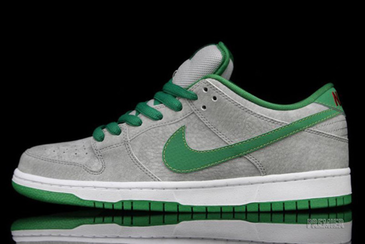nike-dunk-low-premium-sb-matt-silver-classic-green-varsity-red-02