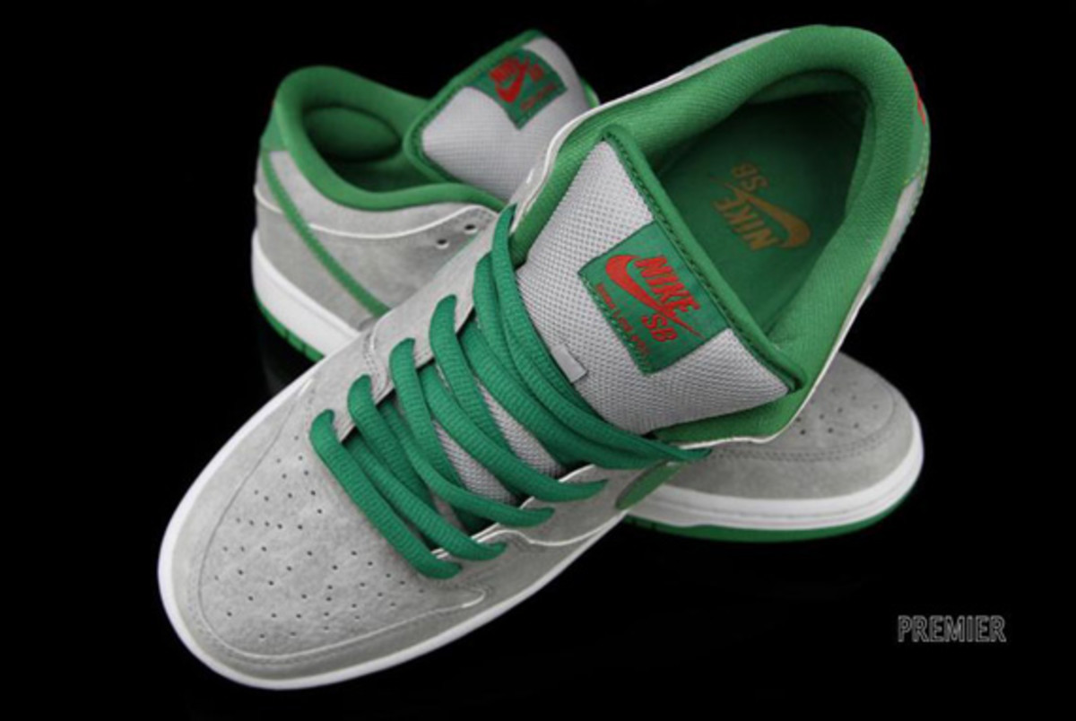 nike-dunk-low-premium-sb-matt-silver-classic-green-varsity-red-07