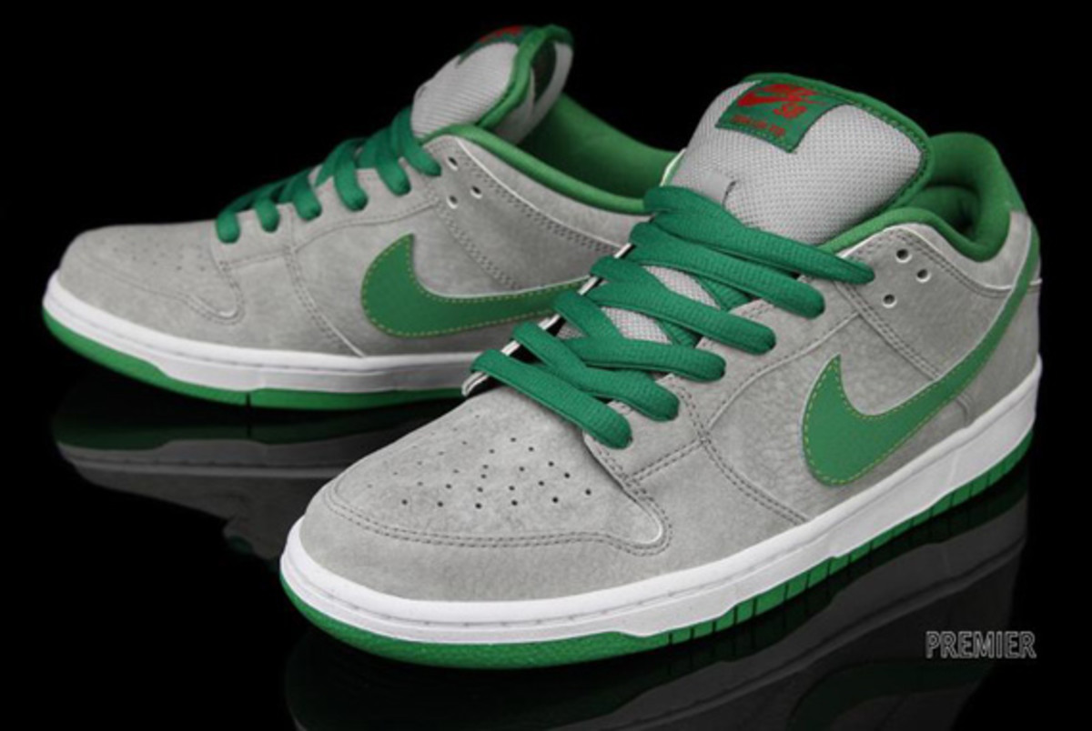 nike-dunk-low-premium-sb-matt-silver-classic-green-varsity-red-05