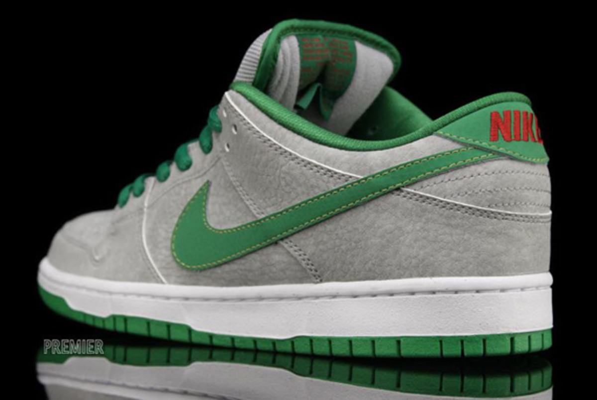 nike-dunk-low-premium-sb-matt-silver-classic-green-varsity-red-03