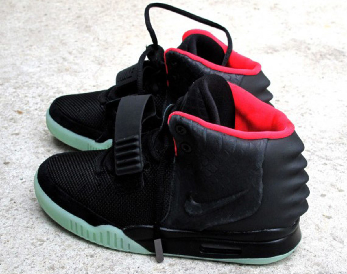 nike-air-yeezy-2-solebox-01