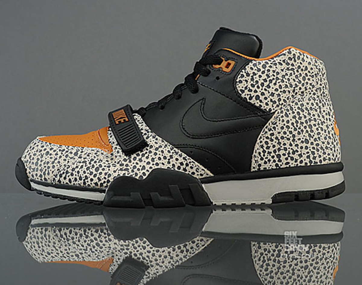 nike-air-trainer-1-mid-safari-premium-quickstrike-01