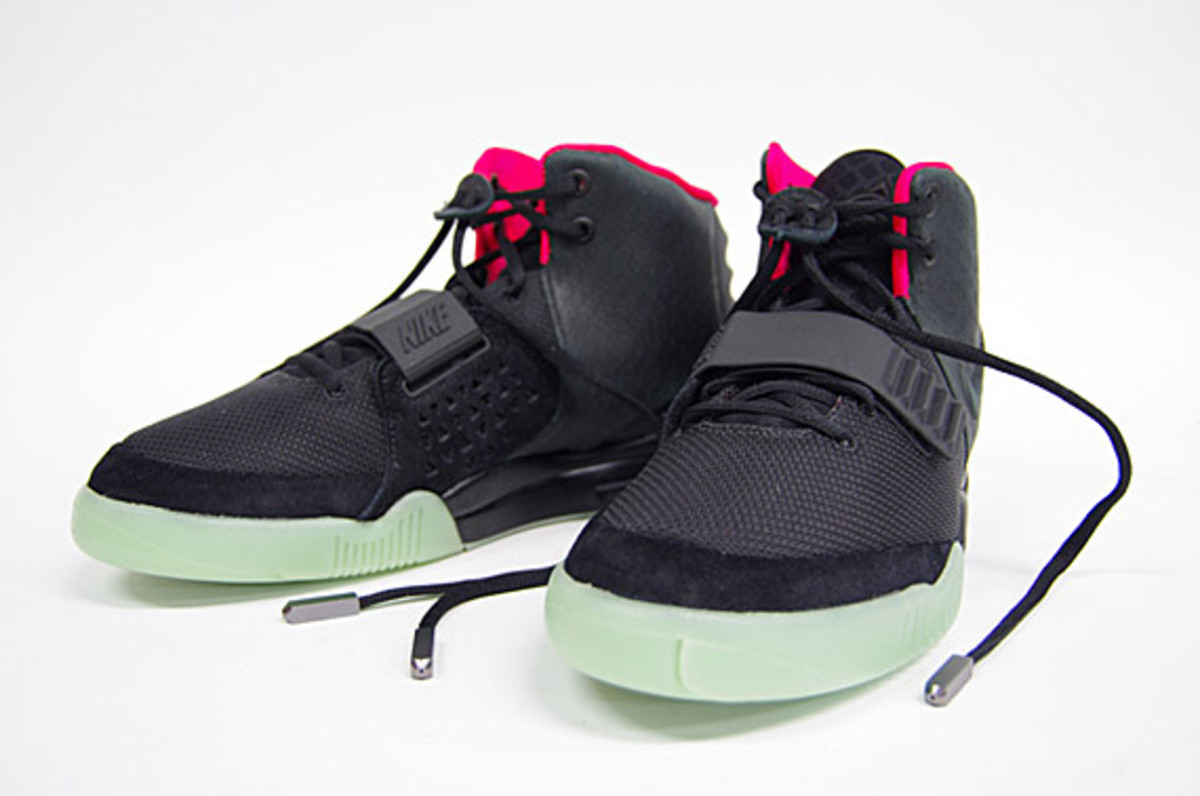 nike-air-yeezy-2-sneak-r-01