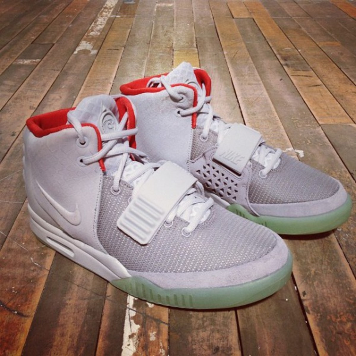 nike-air-yeezy-2-france-release-info-01