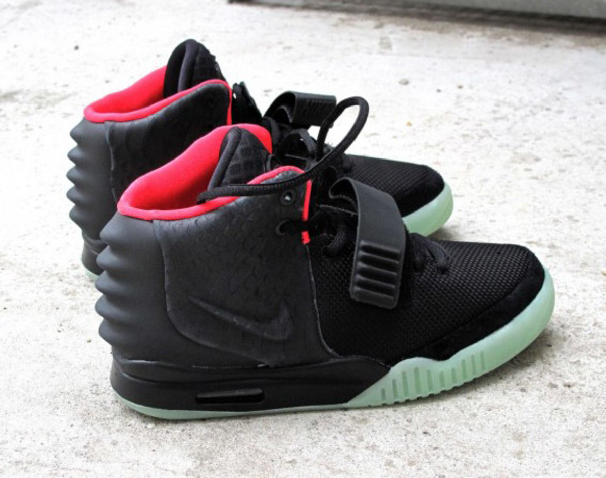 nike-air-yeezy-2-solebox-03