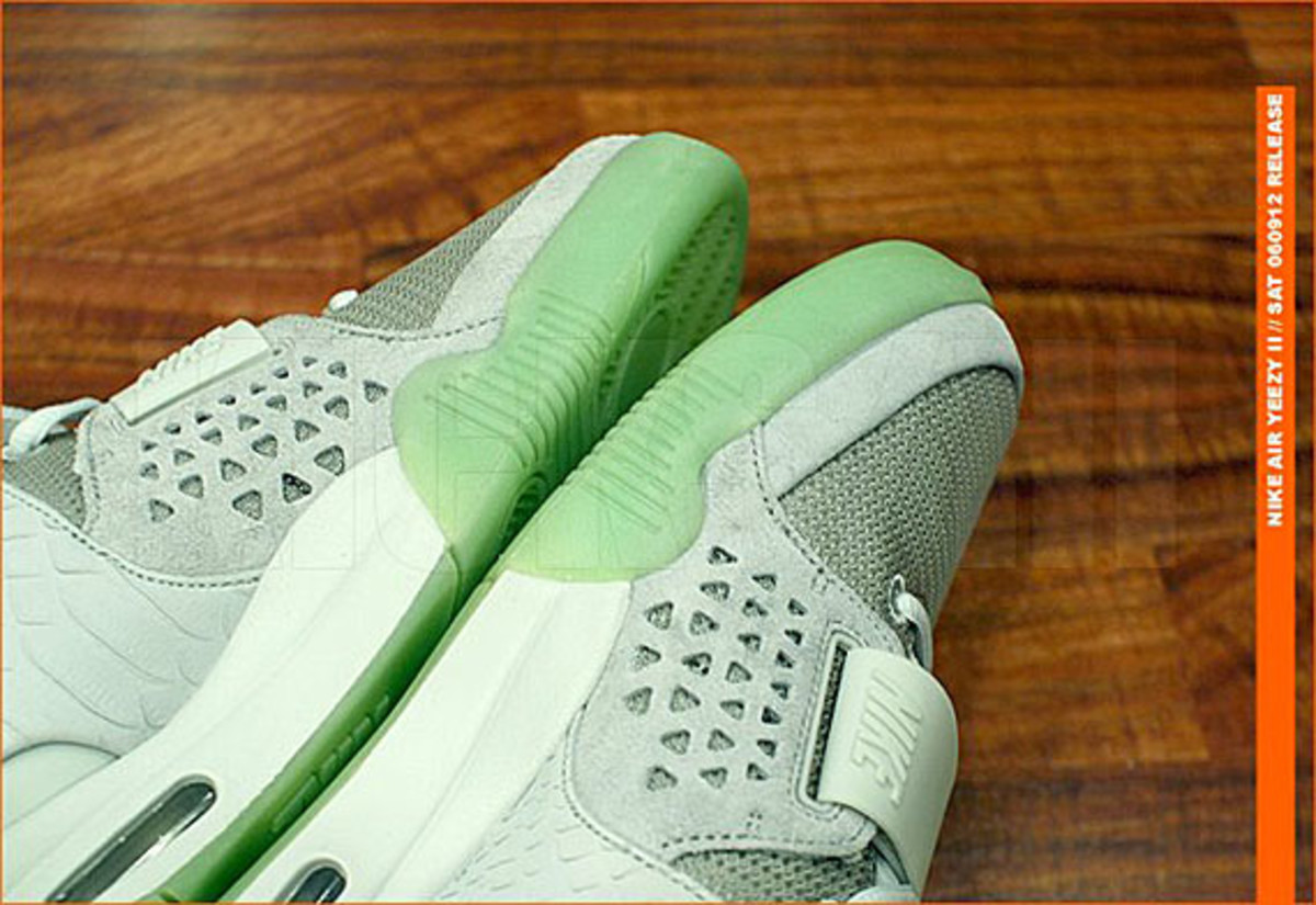 kicks-hawaii-nike-air-yeezy-2-release-06