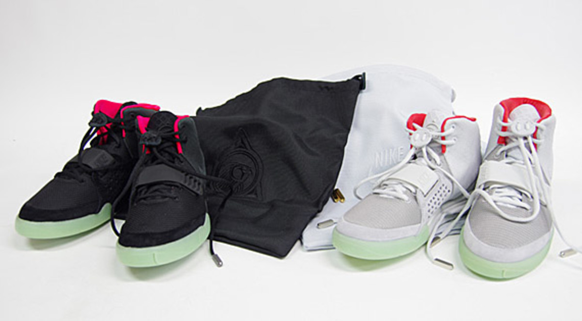 nike-air-yeezy-2-sneak-r-00