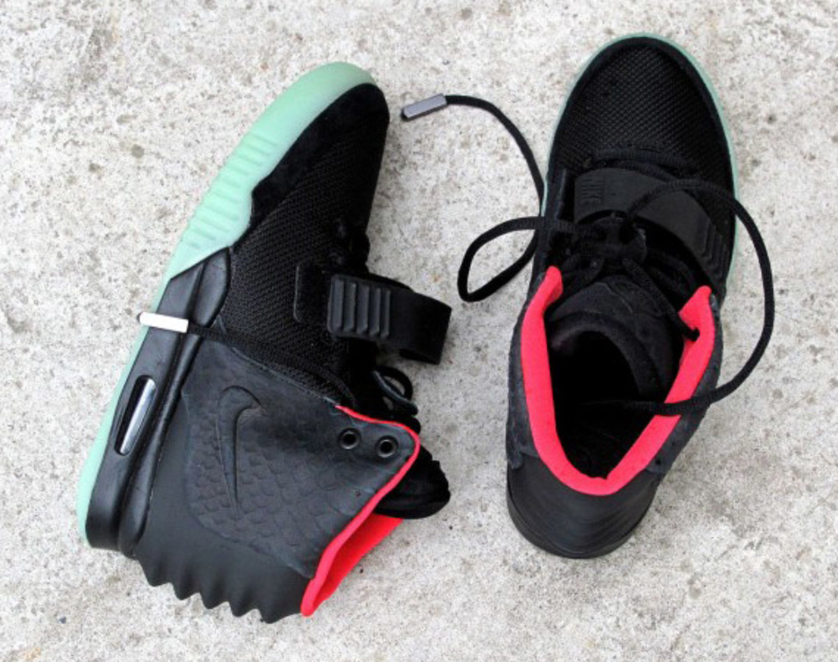 nike-air-yeezy-2-solebox-02