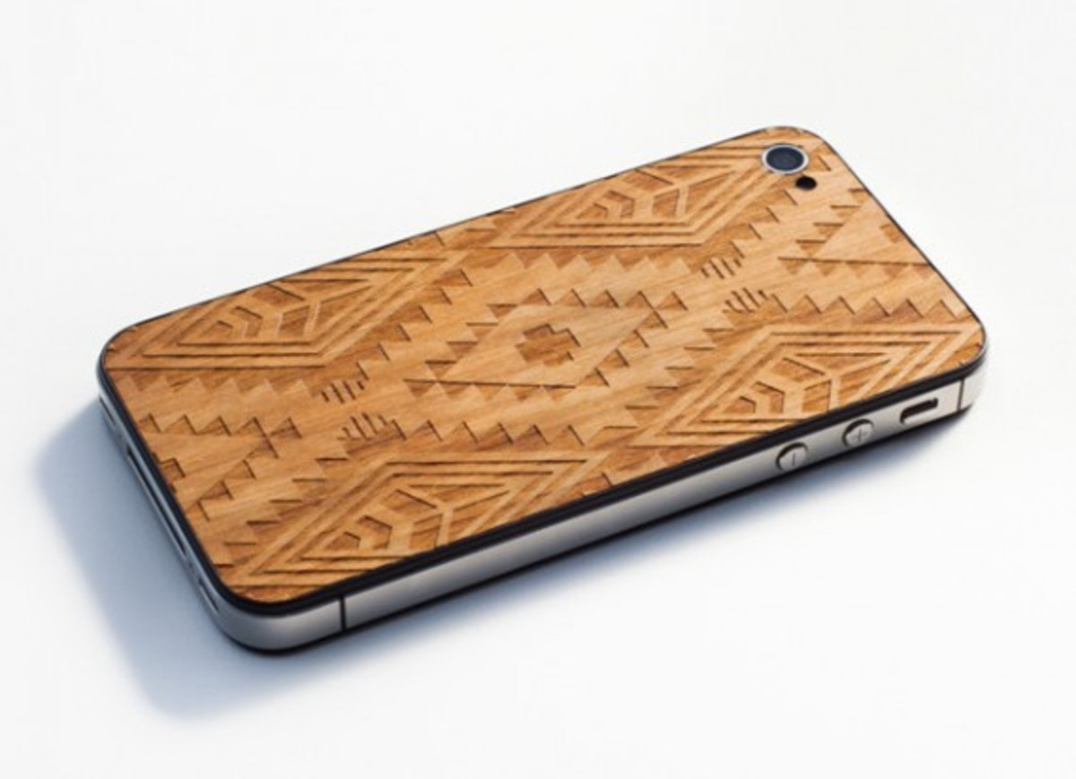 benny-gold-material6-native-print-wood-back-iphone-case-02
