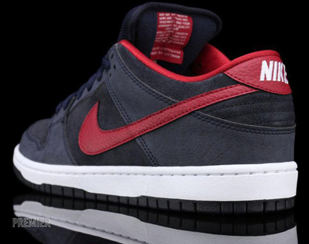 Nike-SB-Dunk-Low-Pro-Dark Obsidian-Gym-Red-White-03