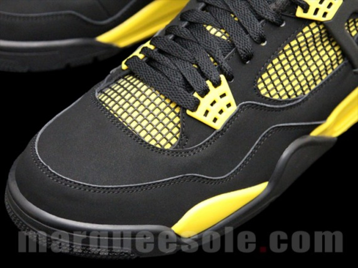 air-jordan-iv-thunder-2012-03