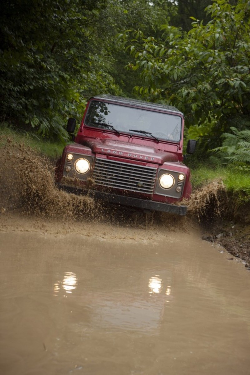 2013-land-rover-defender-17