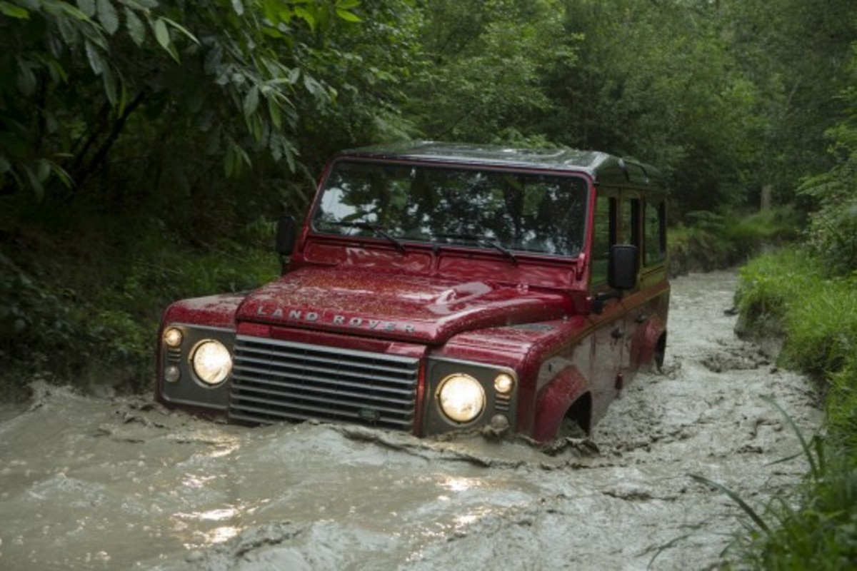2013-land-rover-defender-06
