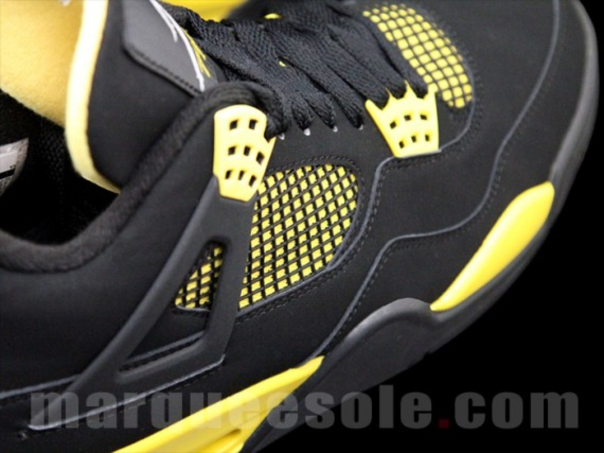 air-jordan-iv-thunder-2012-05