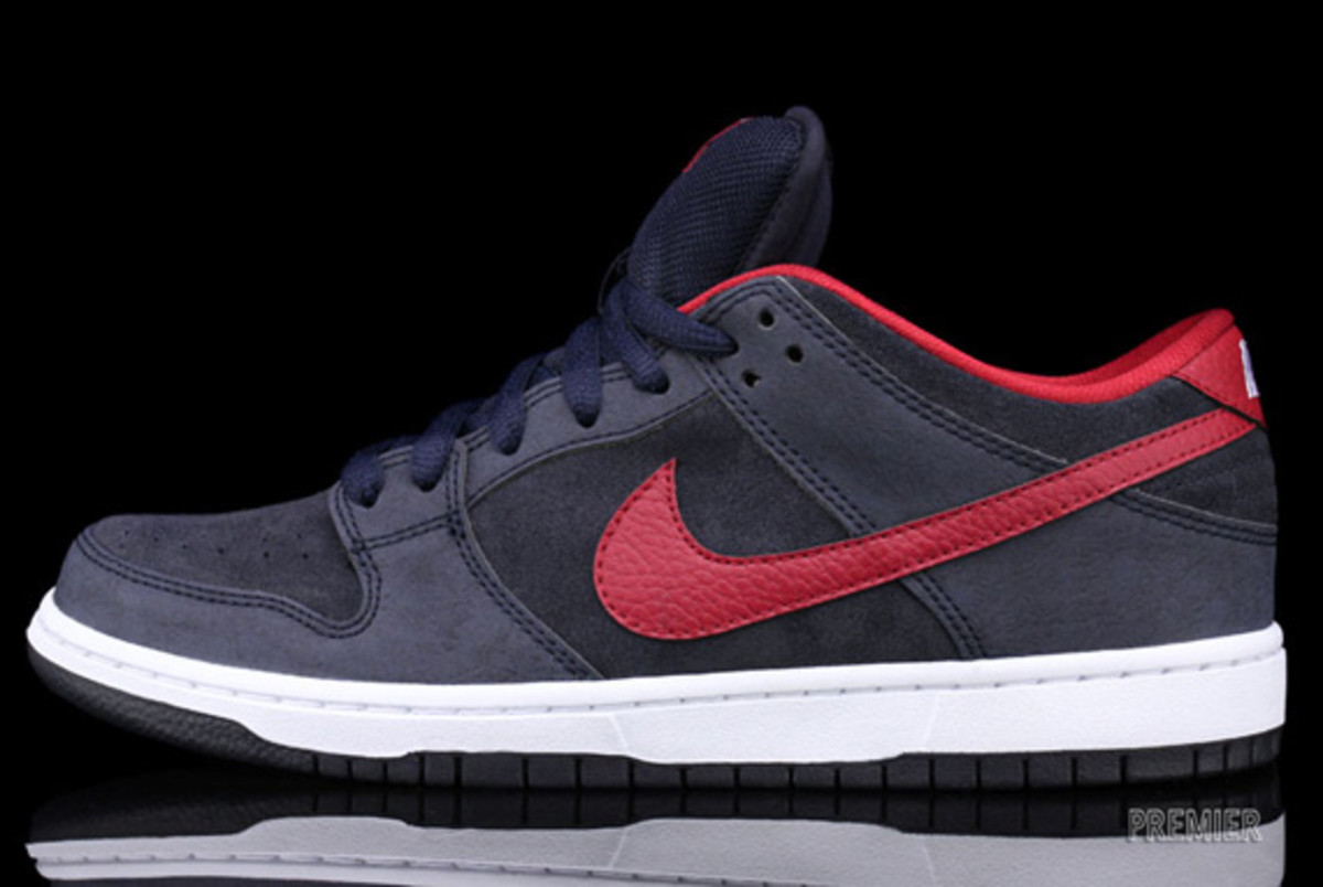 Nike-SB-Dunk-Low-Pro-Dark Obsidian-Gym-Red-White-02