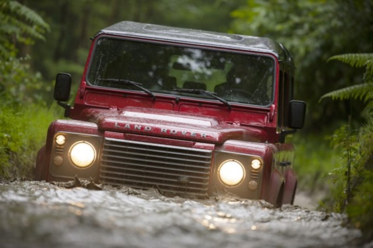 2013-land-rover-defender-03