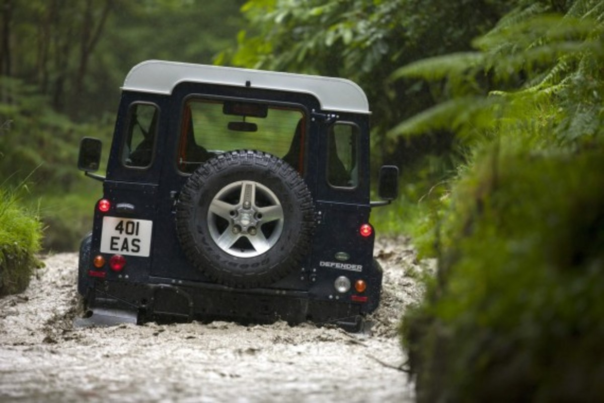 2013-land-rover-defender-07