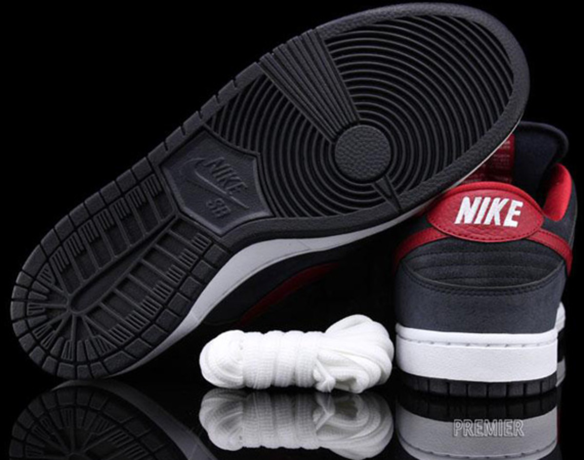Nike-SB-Dunk-Low-Pro-Dark Obsidian-Gym-Red-White-05