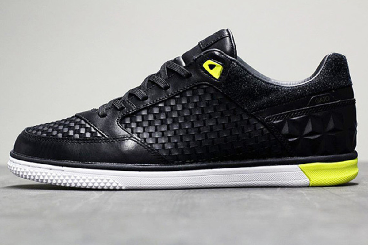 nike5-streetgato-woven-qs-black-anthracite-yellow-01
