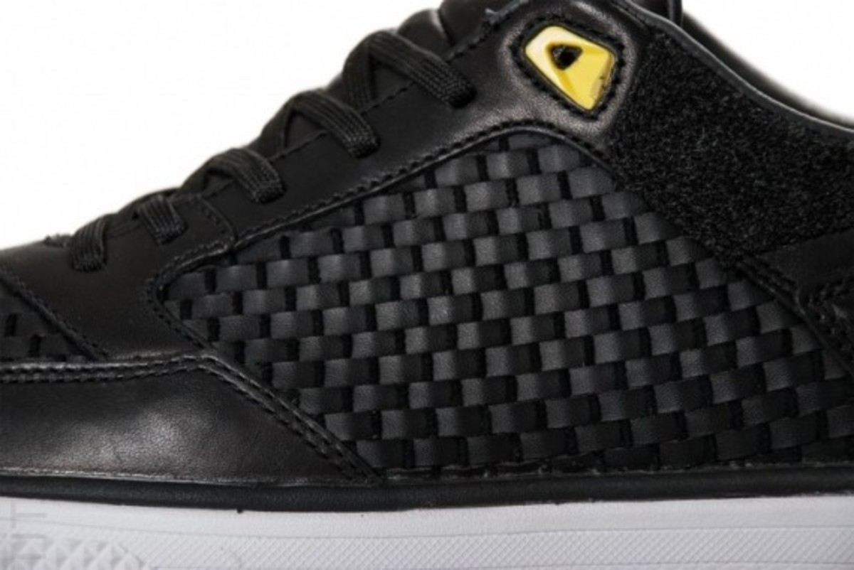 nike5-streetgato-woven-qs-black-anthracite-yellow-02