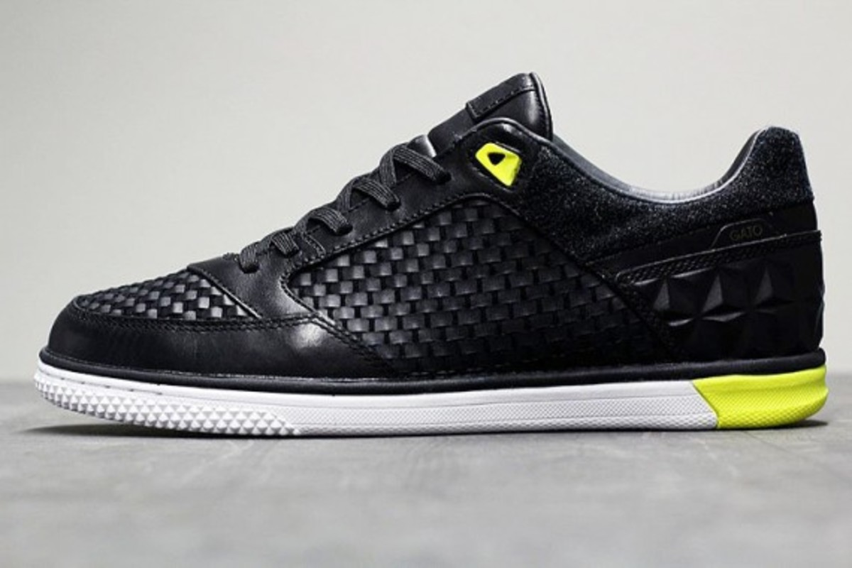 nike5-streetgato-woven-qs-black-anthracite-yellow-04