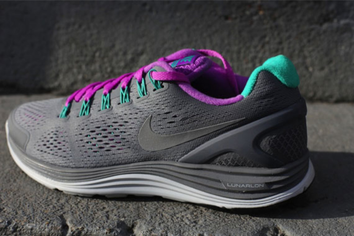 nike-wmns-lunarglide-4-cool-grey-laser-purple-04