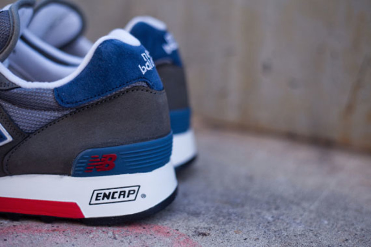 new-balance-made-in-usa-m1300er-grey-blue-red-05