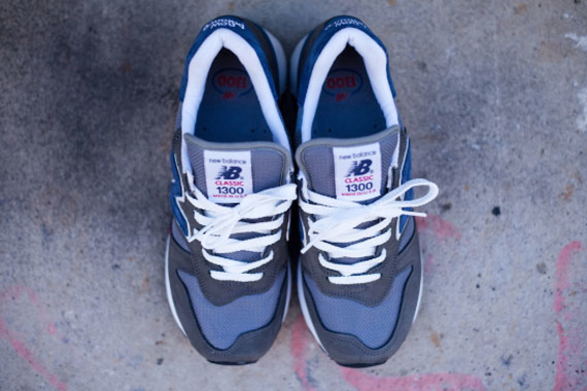 new-balance-made-in-usa-m1300er-grey-blue-red-03