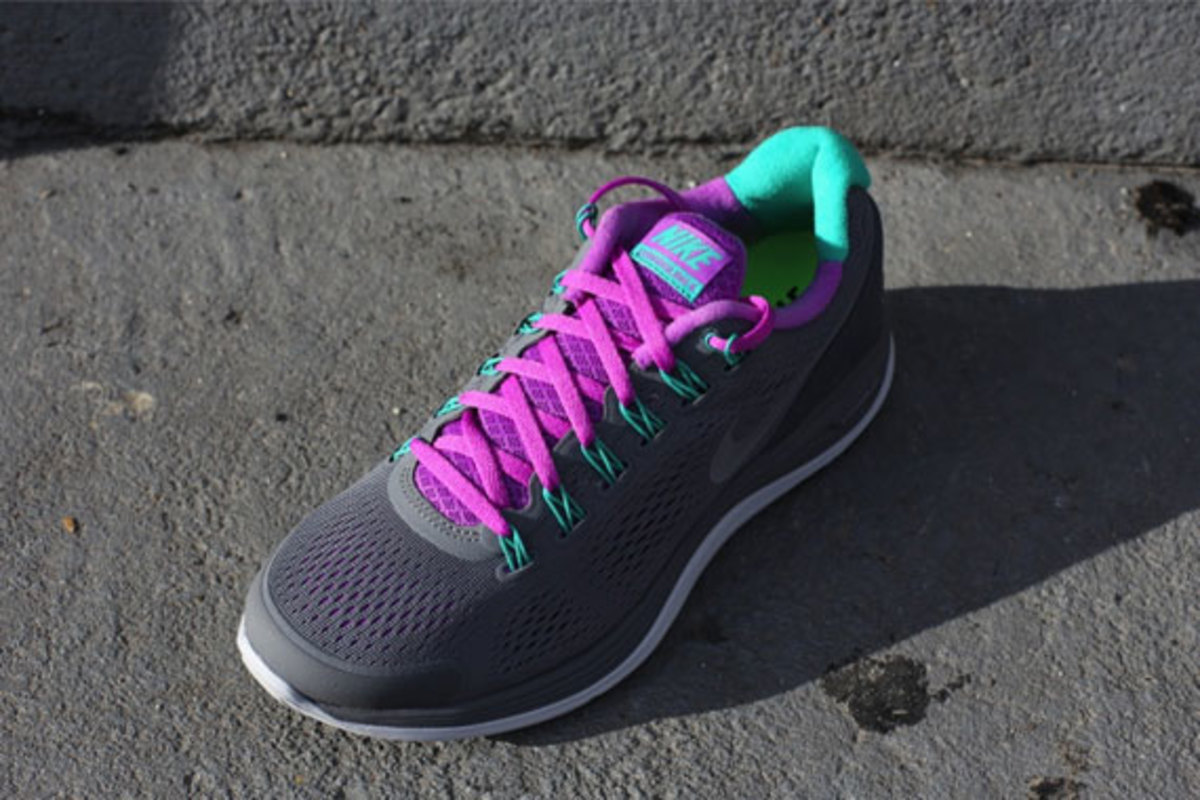 nike-wmns-lunarglide-4-cool-grey-laser-purple-03