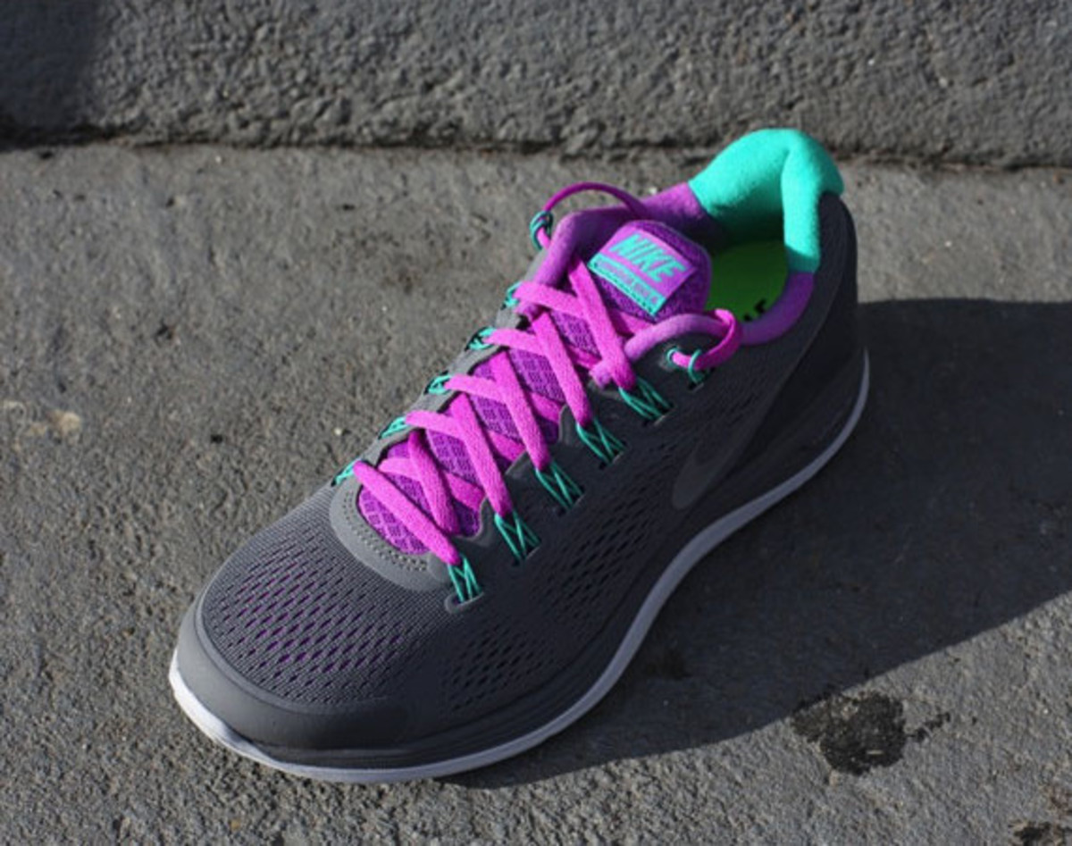 nike-wmns-lunarglide-4-cool-grey-laser-purple-01
