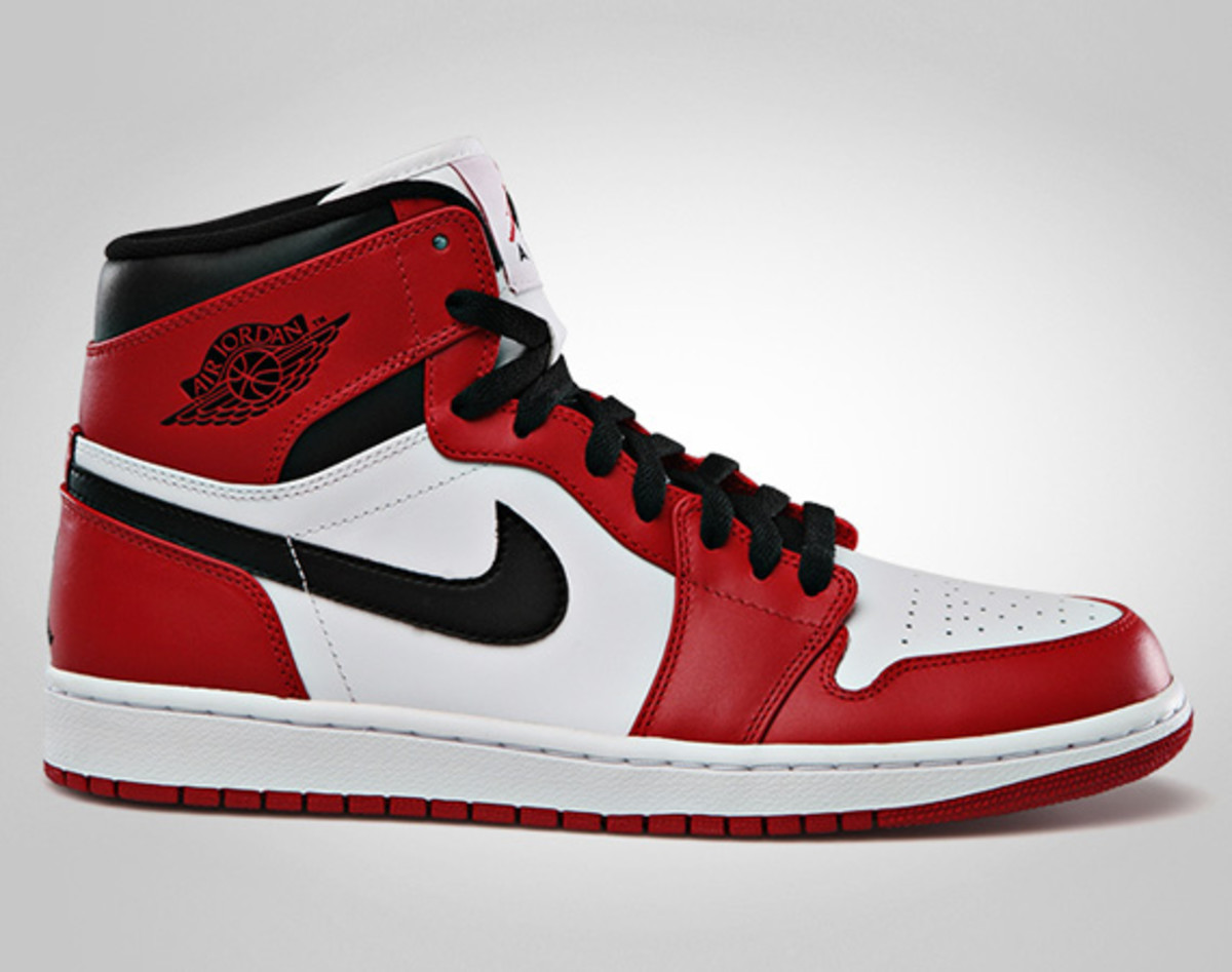 air-jordan-1-retro-high-white-varsity-red-black-official-images-01