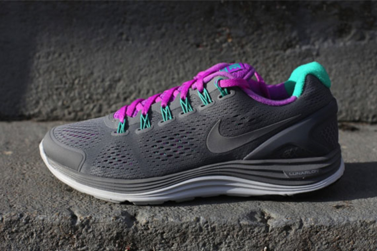 nike-wmns-lunarglide-4-cool-grey-laser-purple-02