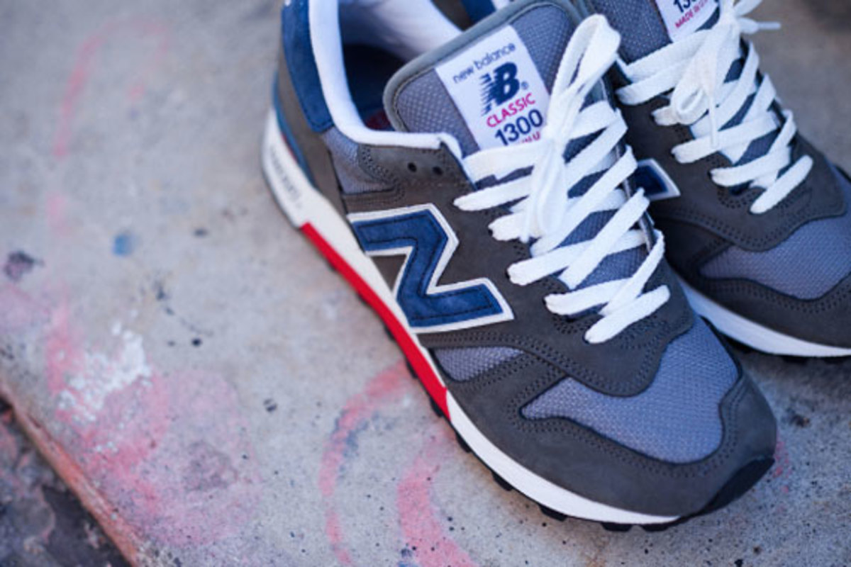 new-balance-made-in-usa-m1300er-grey-blue-red-02