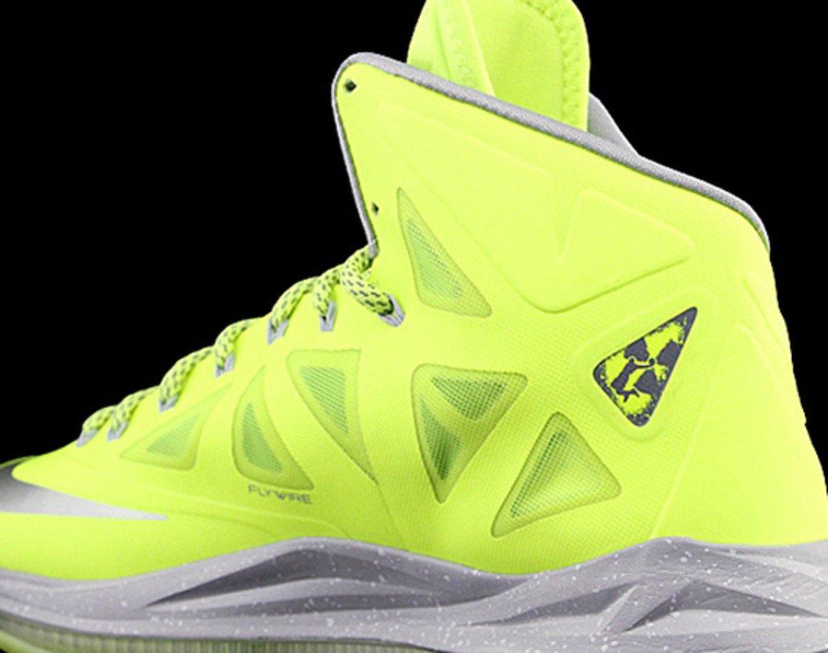 detailed pictures c3f88 1428a Cycling through all the past design themes, the newly anointed Nike LeBron  X hits one of the all-time favorite editions, the Dunkman.