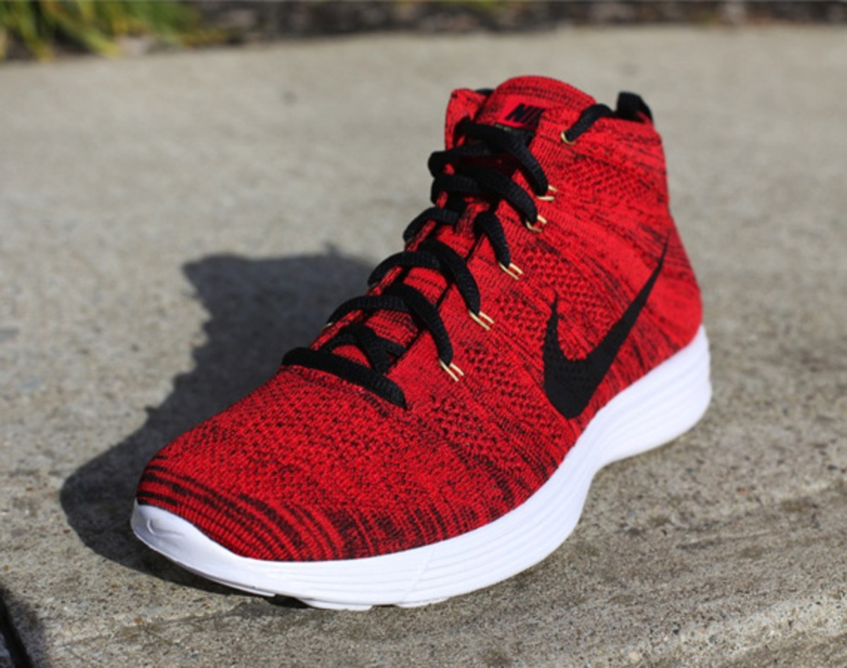 nike-lunar-flyknit-chukka-university-red-01