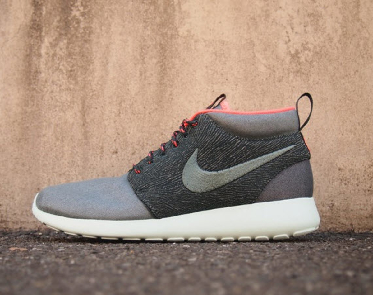 new product d87e2 28ef8 As we expected, here are more looks at Nike s Roshe Run Mid