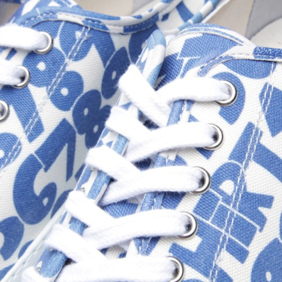 comme-des-garcons-shirt-the-generic-man-print-sneakers-11