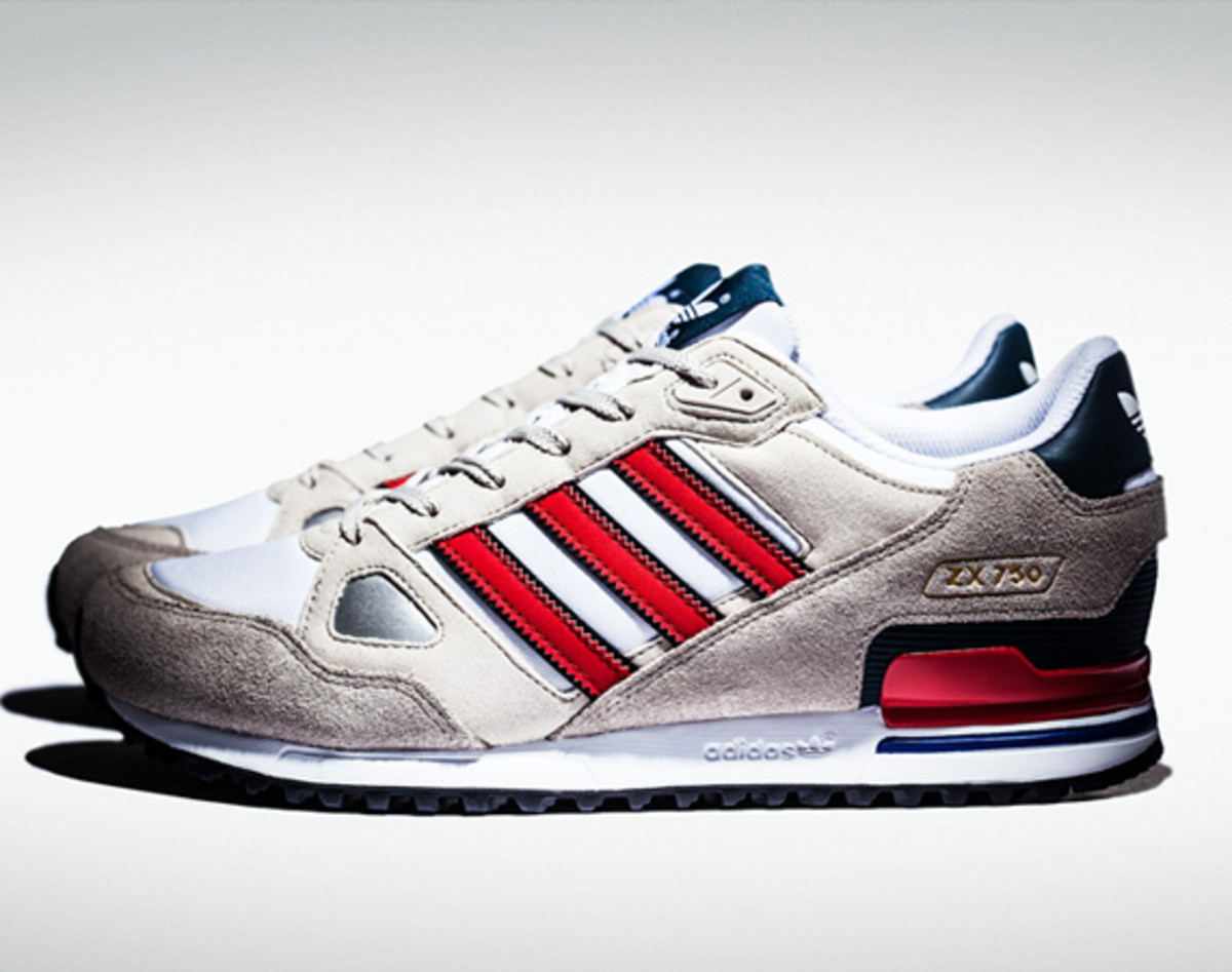 An adidas classic gets a timeless red, white, and blue color treatment.  This latest incarnation of the ZX 750 features running white leather offset  by a ...