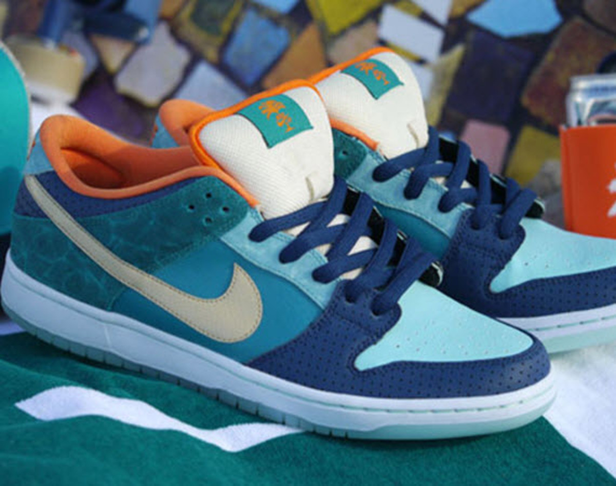 buy online 0f639 15587 To help MIA Skateshop celebrate their ten-year anniversary, Nike SB has  stepped up to help design a new Miami-themed Nike SB Dunk Low ...