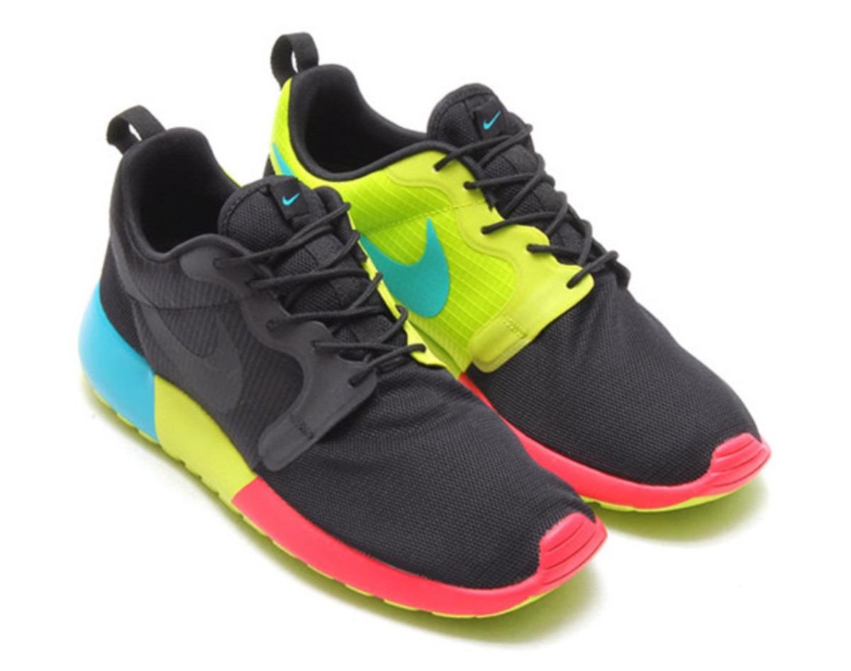 sports shoes cd360 f99af nike-roshe-run-hyperfuse-black-venom-green-01
