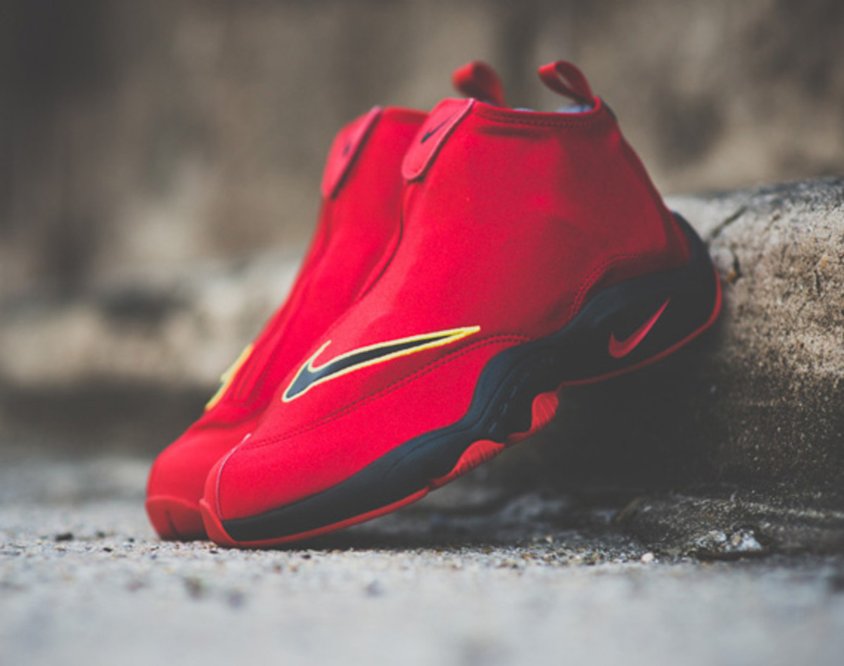timeless design 0fc39 db17b Also designated as the Air Zoom Flight  98 The Glove, this current variant  features nearly all the same characteristics as the original worn by NBA  Hall of ...