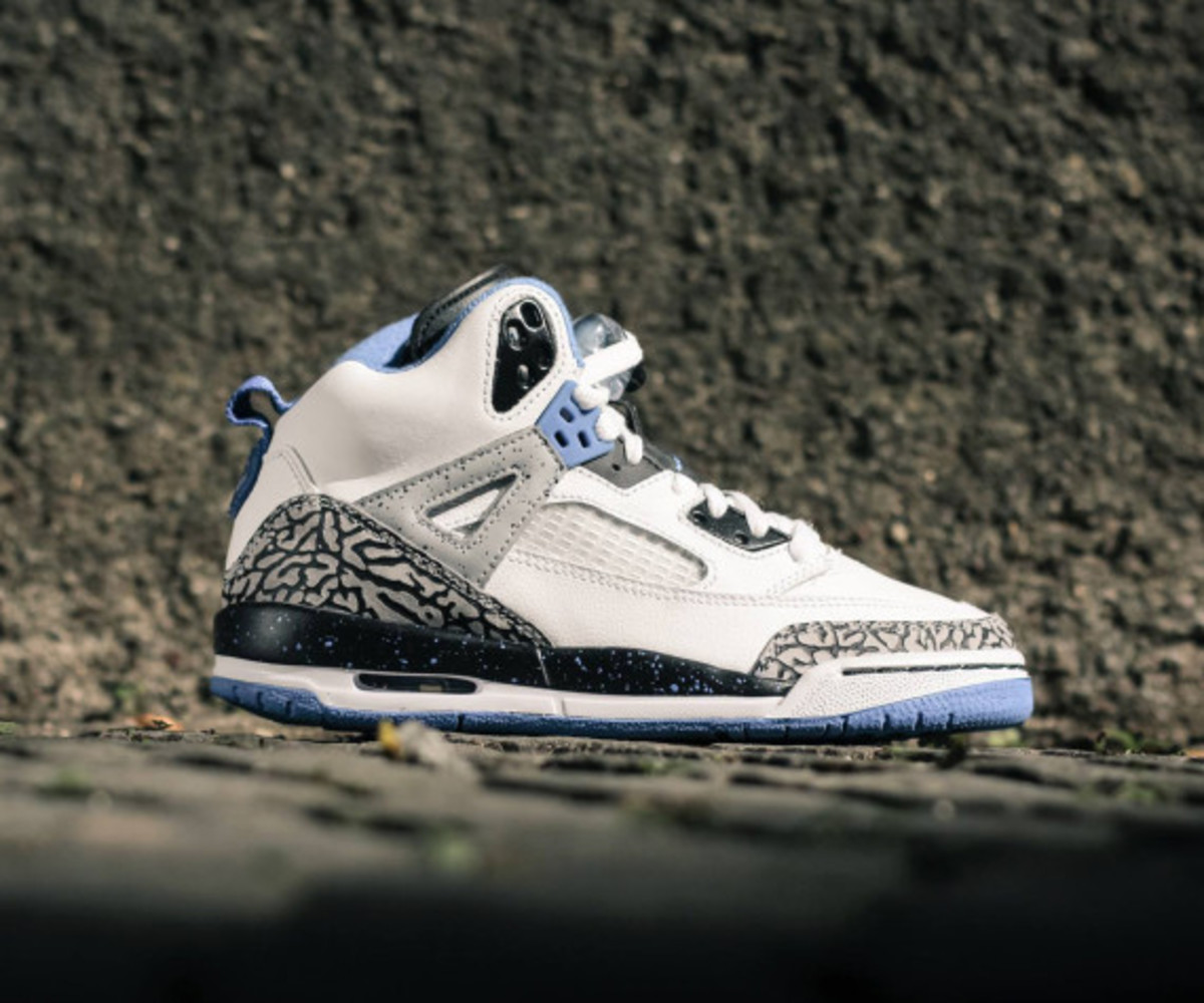brand new 60e30 09bcf In a subtle colorway of sport blue on white, the Air Jordan Spizike GS is  the latest addition to Jordan Brand s Grade School line-up for Summer 2014.