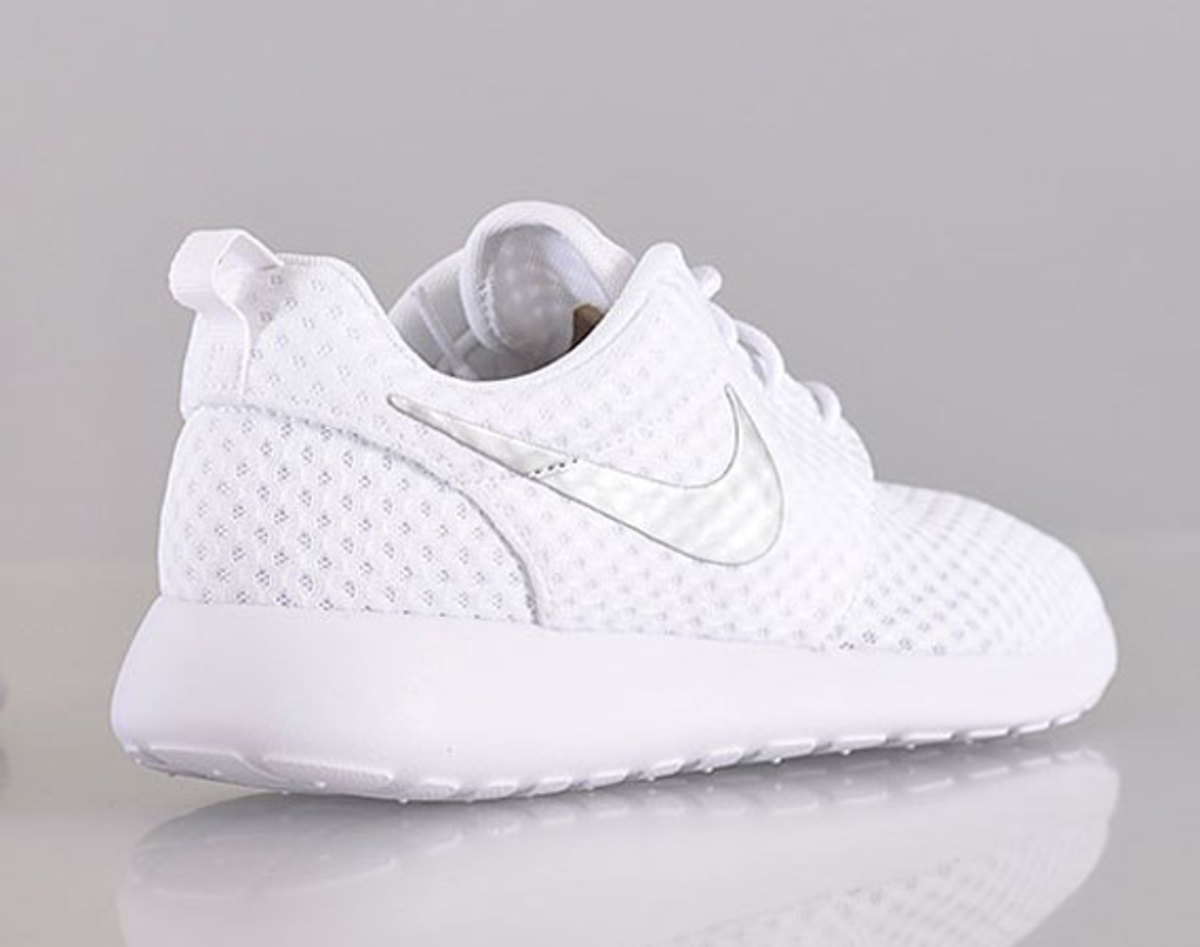 nouveau produit 7f7ce b502f Nike Women's Roshe Run Breeze - White/Metallic Silver ...